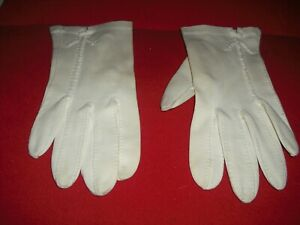 Natalie-Wood-Personally-Owned-amp-Worn-White-Cotton-Gloves-from-Costumer