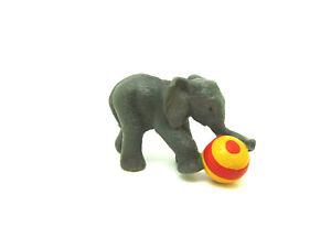 Nr-104-Schleich-14457-Elefantenbaby-mit-Ball-Elefant-Tierkinder-Schleichtier