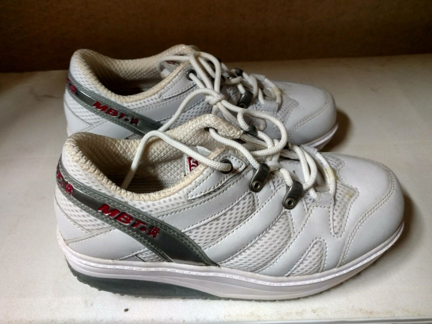 MBT Leo Womens size 4 White Walking shoes - No Box good shape nursing shape ups