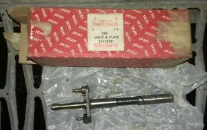 Lucas-54410291-shaft-amp-plate-TRIUMPH-039-60S-NEW-OLD-STOCK