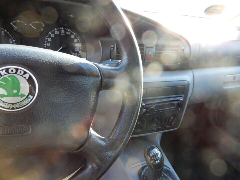 Skoda Octavia 1,6 GLXi Benzin modelår 1999 km 292000