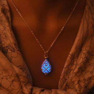 Silver-Hollow-Glowing-Stone-Glow-in-Dark-medaillon-Lumineux-Tour-de-cou-Collier-Pendentif