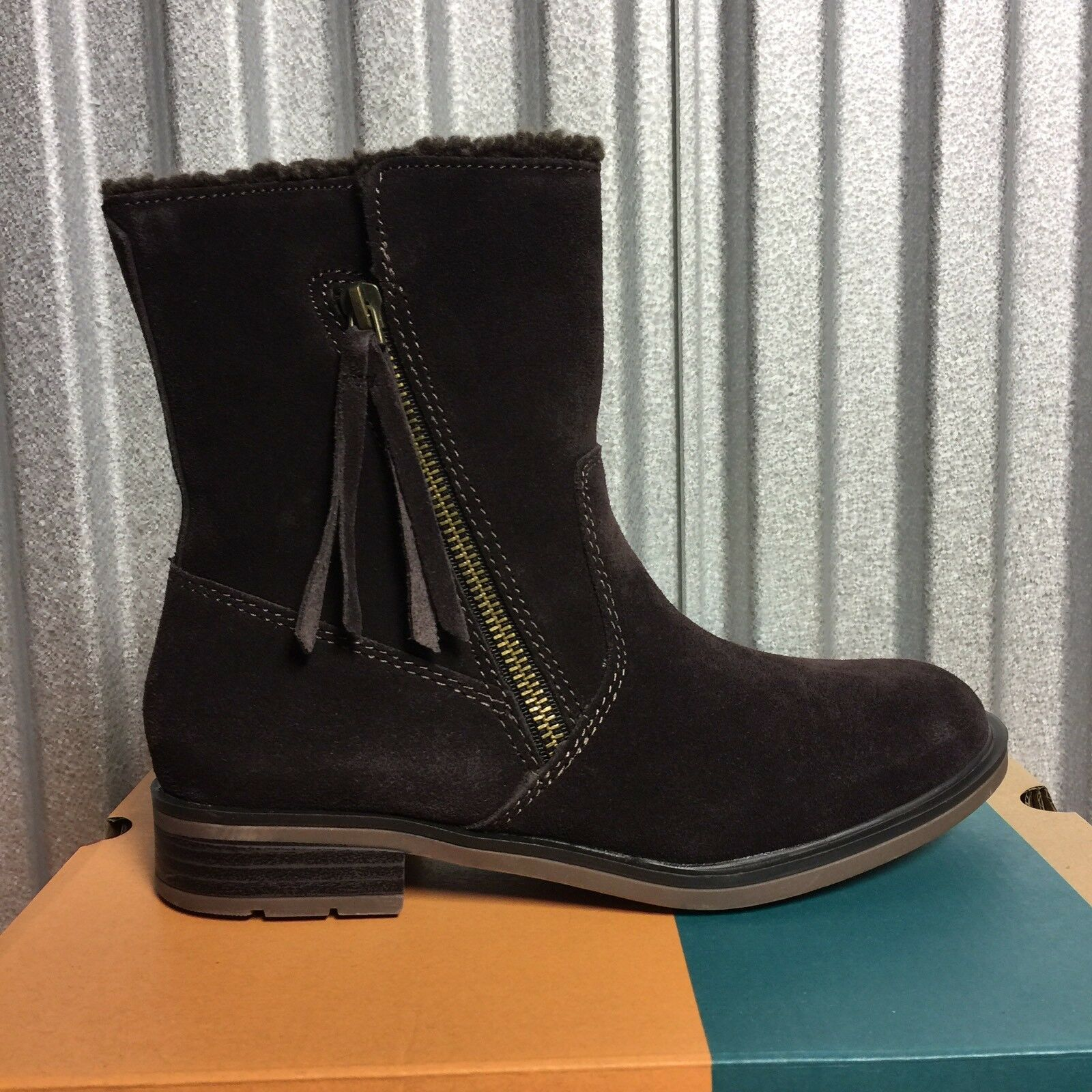 New SPORTO Chocolate 'GIRL' Water Resistant Suede Boots 6 M