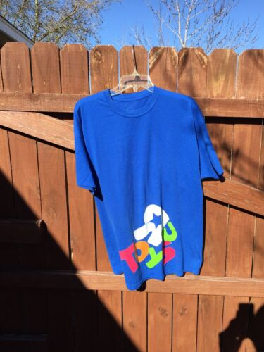 LOT OF 15 TOYS R US EMPLOYEE T-SHIRTS NAUGHTY NICE CHRISTMAS TREE NEW Large