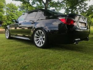 BMW-E60-M5-V10-BLACK-LOW-MILEAGE-IMMACULATE-CONDITION-12-MONTHS-MOT