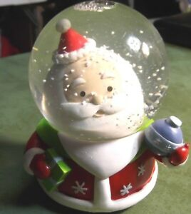 SANTA-SNOW-WATERGLOBE-RED-WHITE-GREEN-PRESENTS-HOLIDAY-COLLECTIBLE-MUSIC-BOX