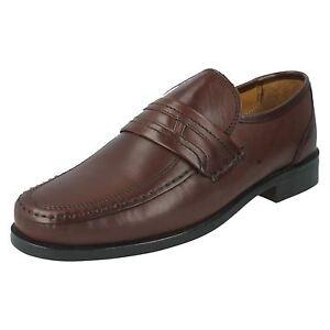 best sneakers d58c7 d6307 Dettagli su In Saldo da Uomo Clarks Bordo Lunetta pelle Infilare Mocassini  Scarpe Numeri