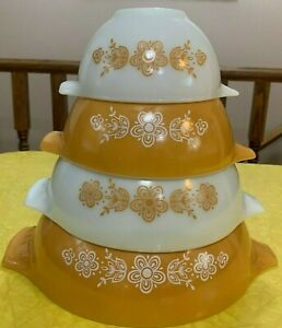 Vintage Pyrex BUTTERFLY GOLD/WHITE Cinderella Bowls SET OF 4 - BEAUTIFUL BOWLS