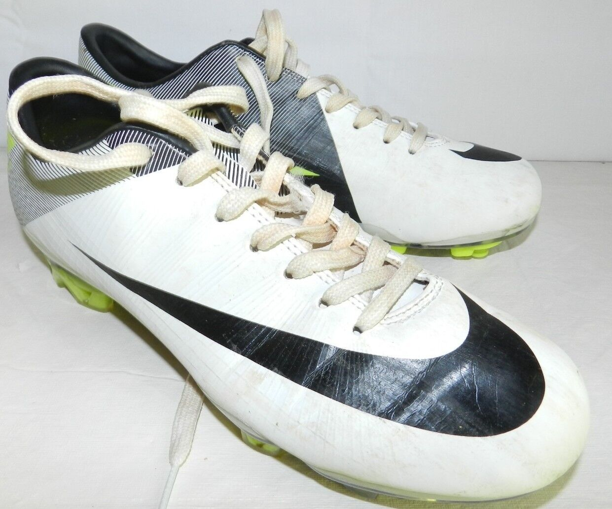 WOMENS CLEATS = NIKE = SIZE 6.5 mercurial - ss17