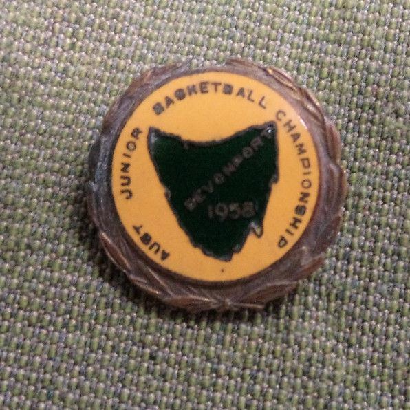 D290. 1958  AUSTRALIAN  JUNIOR BASKETBALL CHAMPIONSHIPS  LAPEL BADGE, DEVONPORT
