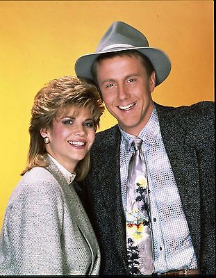 """CC433 HARRY ANDERSON AND MARKIE POST IN /""""NIGHT COURT/"""" 8X10 PUBLICITY PHOTO"""