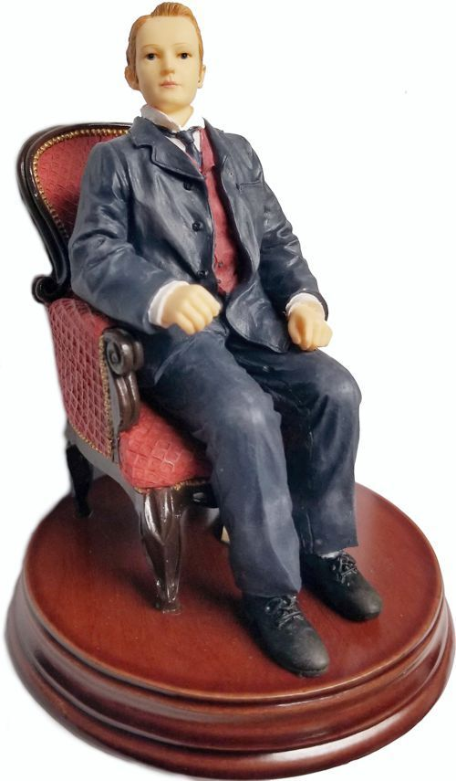 Titanic Gifts  FIGURINE OF OF OF THOMAS ANDREWS sitting in his chair on the Titanic. ffeaf2