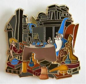 WALT'S CLASSIC COLLECTION SWORD IN THE STONE MERLIN ARTHUR TEA PARTY PIN LE 2000