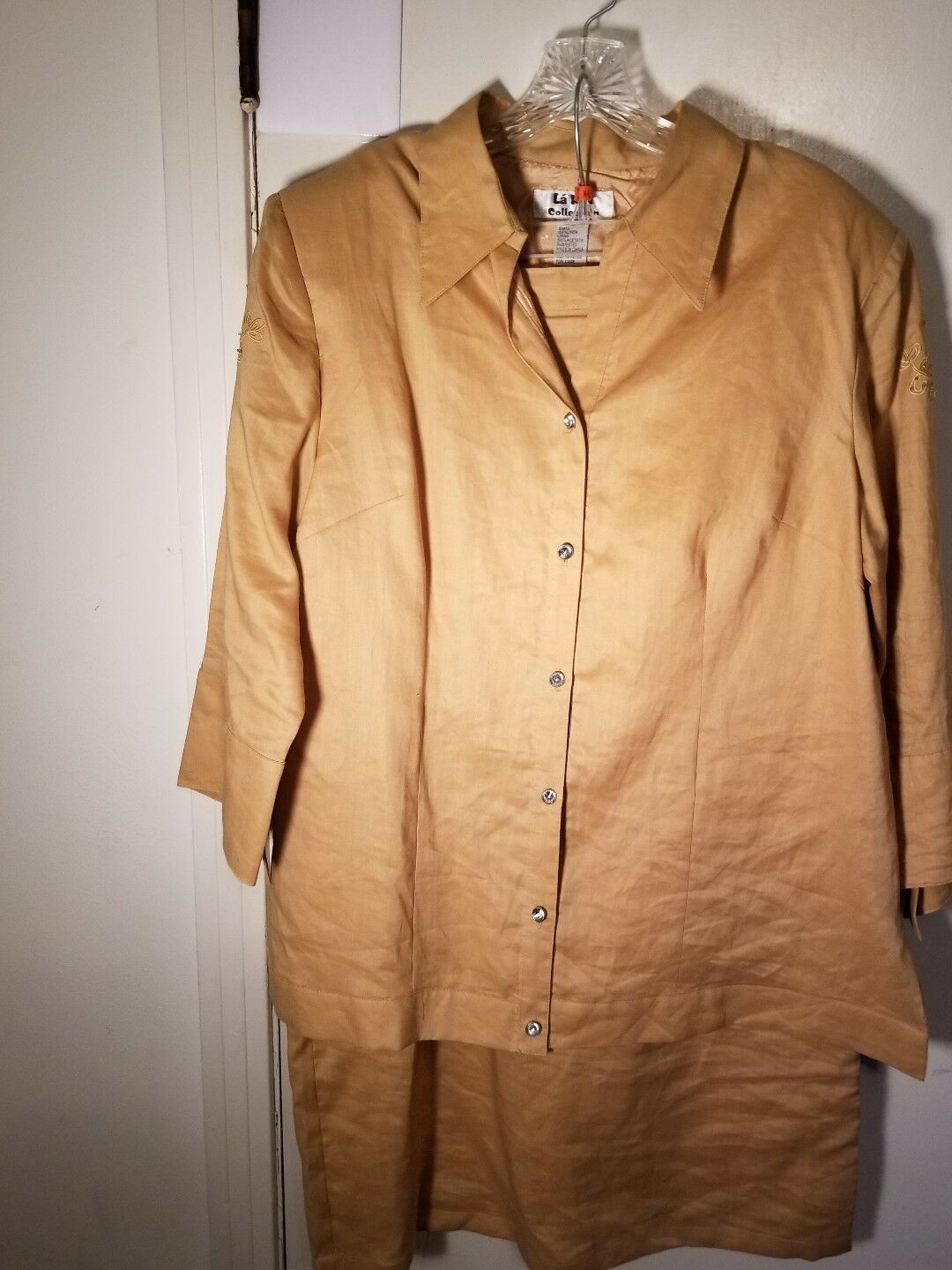 LaRea Collection Women goldenrod Embroidered 2pc Skirt Suit Sz L Pre-owned