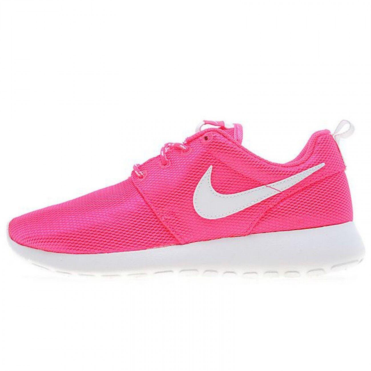 Nike Roshe One Rose & blanc Trainers.