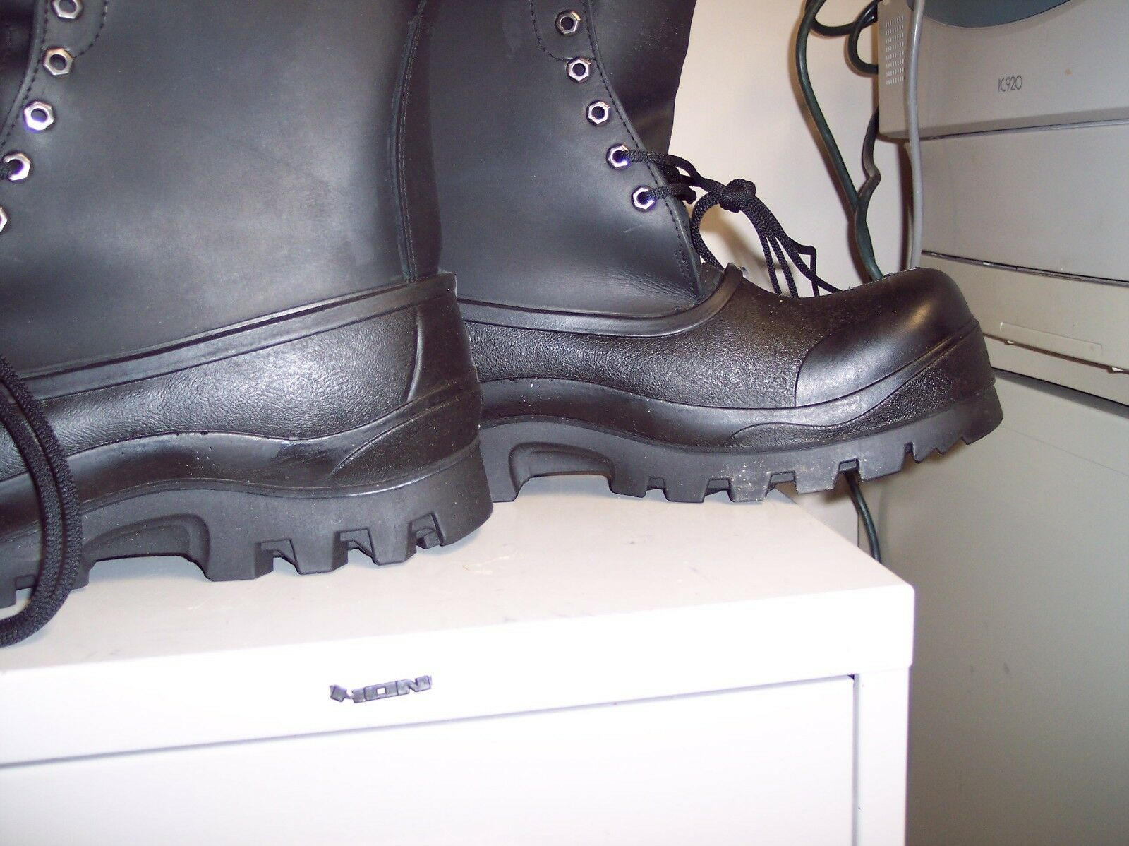 THESE BOOTS WILL GO DOWN DOWN DOWN TO -40 BELOW TERRA BOOTS SIZE 9 GET YOUR NOW cba3ed