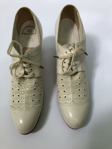 vintage 40s detailed white leather lace-up oxfords