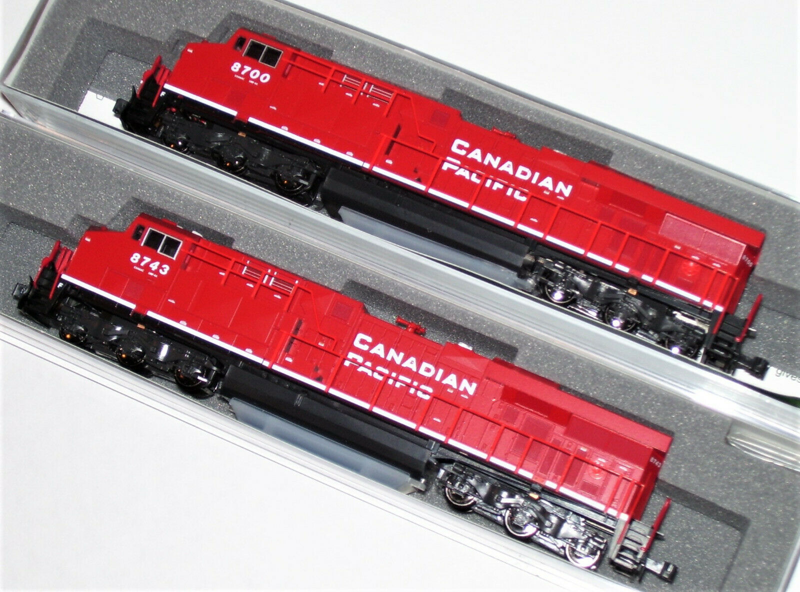 Kato 1768934 + 1768935 n 2 Loco Set ES44AC Canadian Pacific 8700 8743 176-8934