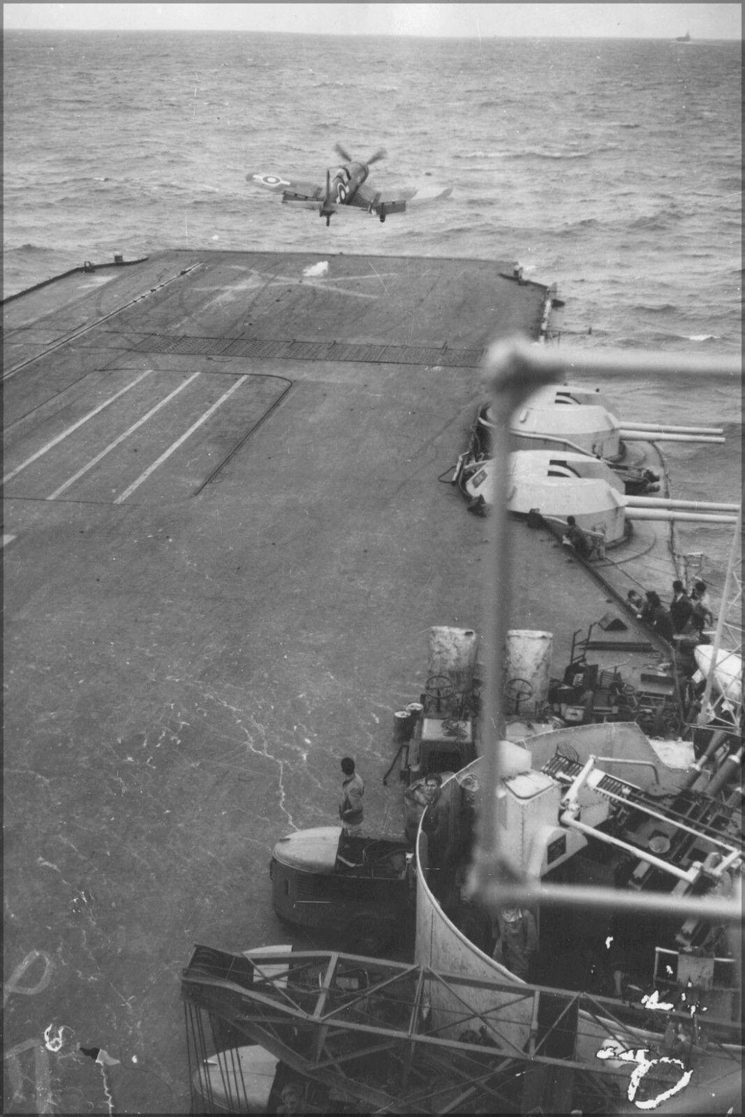 Plakat, Viele Größen; Corsair Jagdbomber, Hms Illustrious, Japanisch Wasser