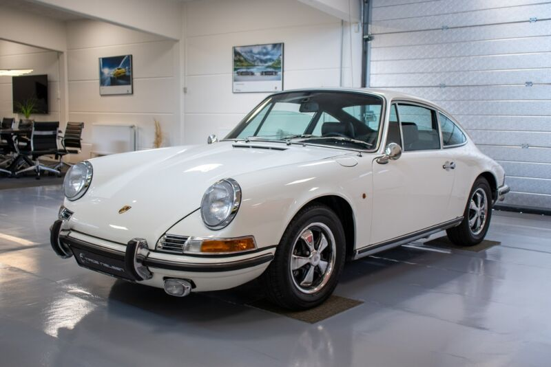 Porsche 911E Coupé - 2