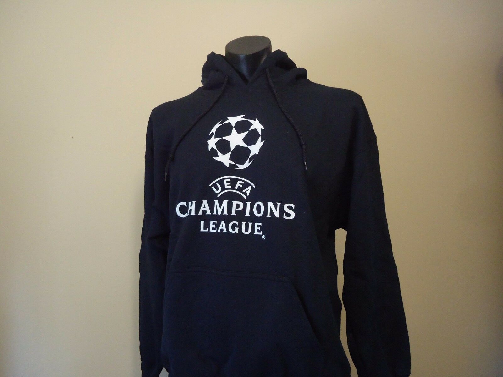 UEFA CHAMPIONS LEAGUE OFFICIAL LICENSED MENS JUMPER HOODIE LARGE NEW