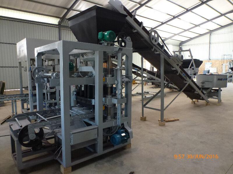 RS5-2.5 Semi Automatic Brick & Block Making Machine