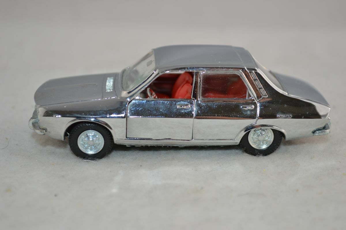 Pilen Renault 12-S 12S in Chrome 1 43 in mint condition - RARE COLOUR