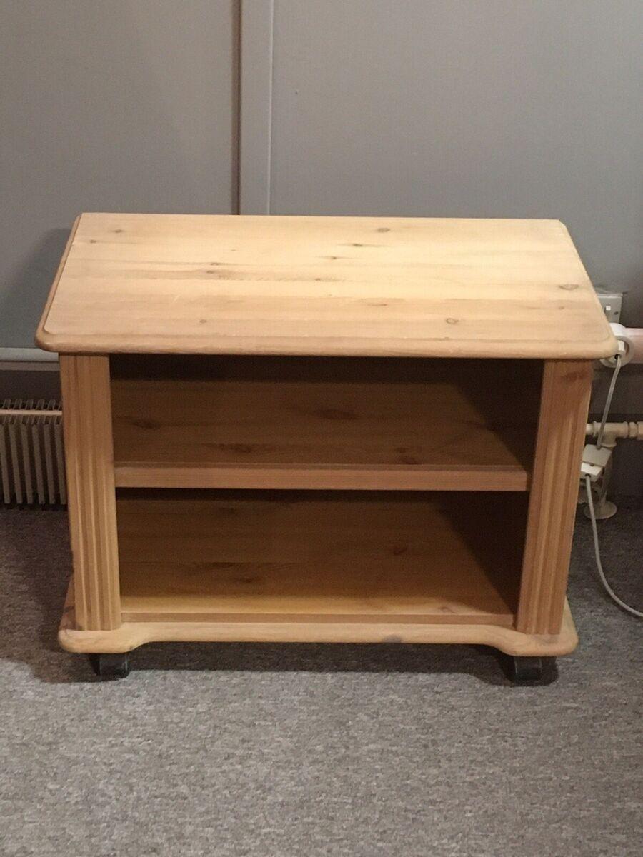 Tv bord, fyrretræ, b: 65 l: 40 h: 60 – dba.dk – Køb og Salg