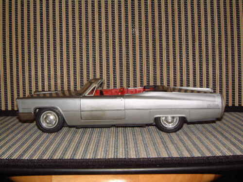 SCHUCO RARE CADILLAC DE VILLE CONVERTIBLE 5505 B/O WORKING PERFECTLY & W/BOX! Alle Artikel in Elektrisches Spielzeug