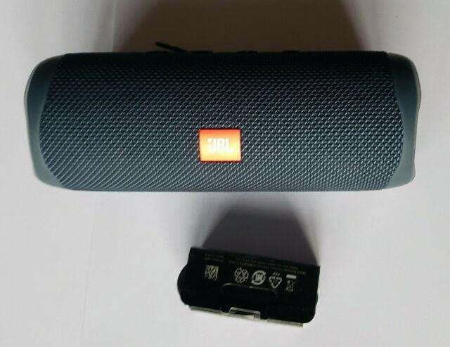 Unused JBL Flip 5 Portable Wireless Speaker with Cable in Bulk Pkg - DARK BLUE