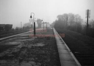 PHOTO-HALTWHISTLE-RAILWAY-STATION-VIEW-LOOKING-TOWARDS-CARLISLE-SIGNAL-BOX-V2