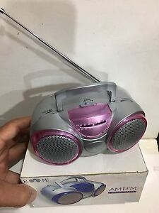 VINTAGE NOVELTY BOOM BOX RADIO AM(MW)-FM  BAND FROM THE 1970s-1980s WITH BOX