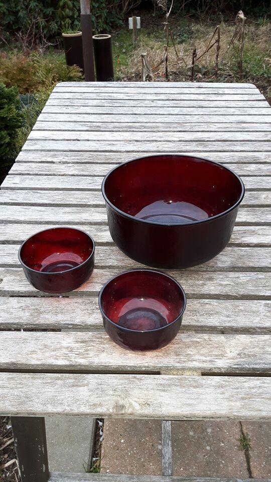 Glas, Skåle, rubinrøde