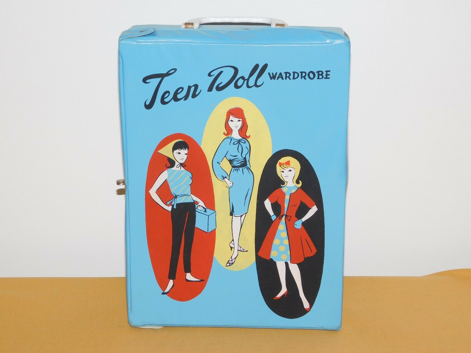 VINTAGE TOY blueE TEEN DOLL WARDROBE  PLASTIC CARRYING CASE