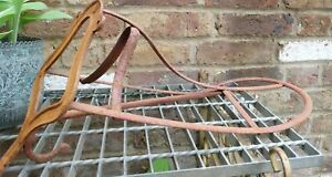 VINTAGE-CAST-IRON-SHABBY-RED-ARCHITECTURAL-SALVAGE-METAL-SADDLE-RACK-WITH-HOOK