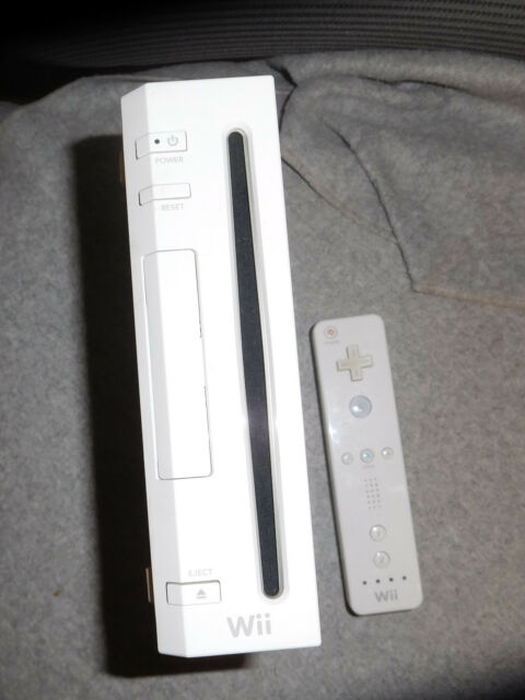 RVL 001 Nintendo Wii console FOR PARTS/NOT WORKING; remote works! used