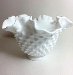 Vintage-Fenton-Hobnail-White-Milk-Glass-Ruffled-Crimped-Rim-Dish-Vase-Bow