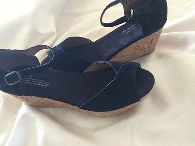 Toms Women's Sandal Size 6