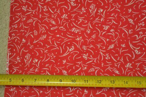 "Vintage White on Red Cotton By-the-Half-Yard Wamsutta C2445 45/"""