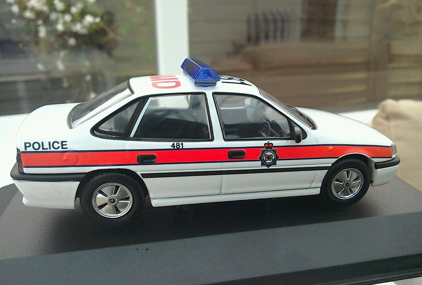 1 43 Vanguards MOD Police Vauxhall Cavalier Mk3 Perfect VA13104 Boxed Ltd Edit'
