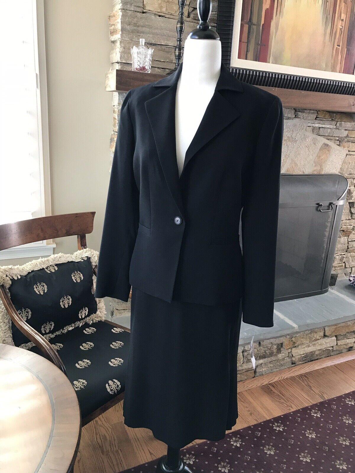 Albert Nipon Suit NWT Size 8 MRSP  430
