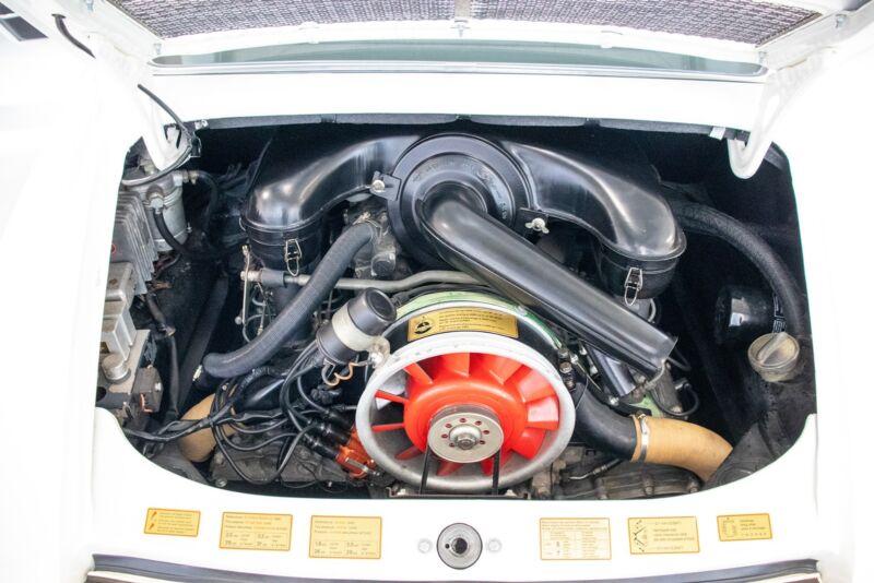 Porsche 911E Coupé - 11