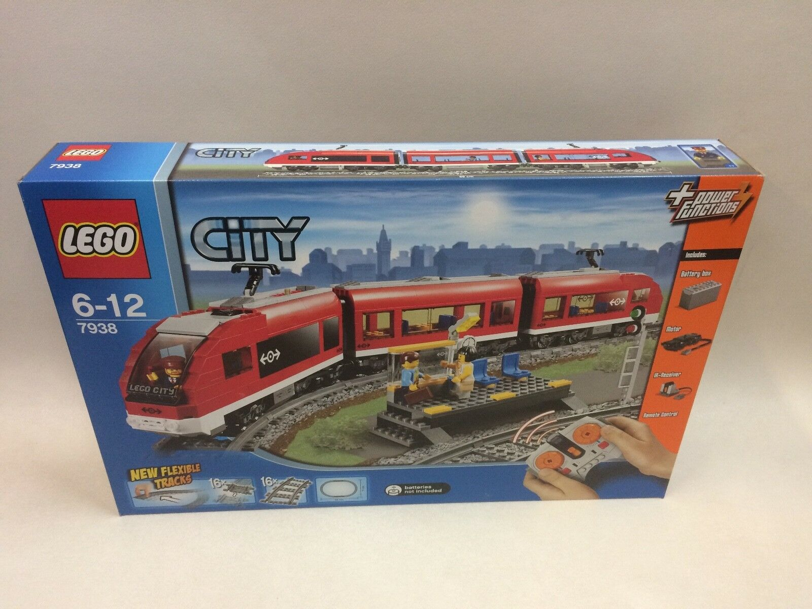 Nouvelle première édition LEGO 7938 Train de voyageurs RARE  interrompu Comme neuf CONDITION  60% de réduction