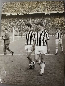 Fotografia-Calcio-Inter-Juventus-1964-Omar-Sivori-e-Gino-Stacchini-a-Milano