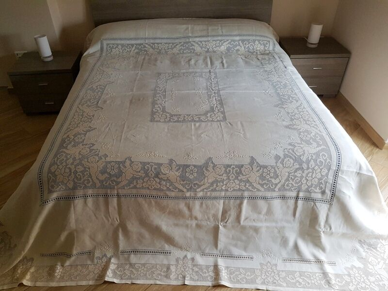 Bedspread pure linen with hand embroidery Sicilian