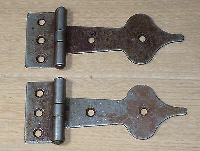 2 x Spearhead iron hinges - Vintage antique iron finish 45mm x 120mm with Screws