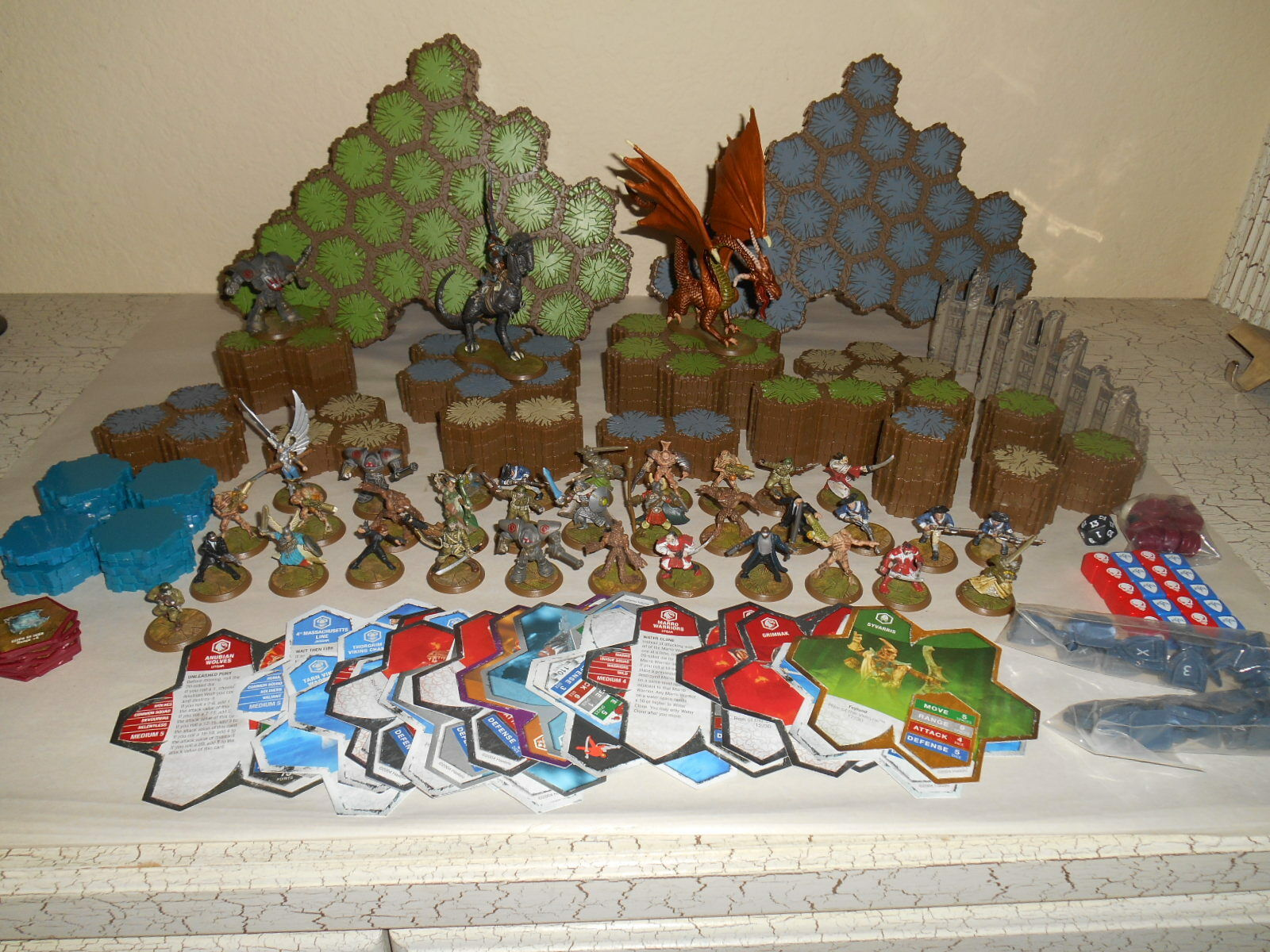 Over 200pcs HEROSCAPE HEROSCAPE HEROSCAPE Lot Hexes Figures Dragons Cards Walls more... b67456