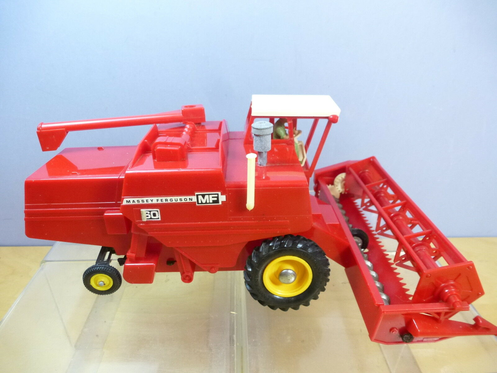 VINTAGE BRITAINS MODEL No.9570    MASSEY FERGUSON   COMBINE HARVESTER