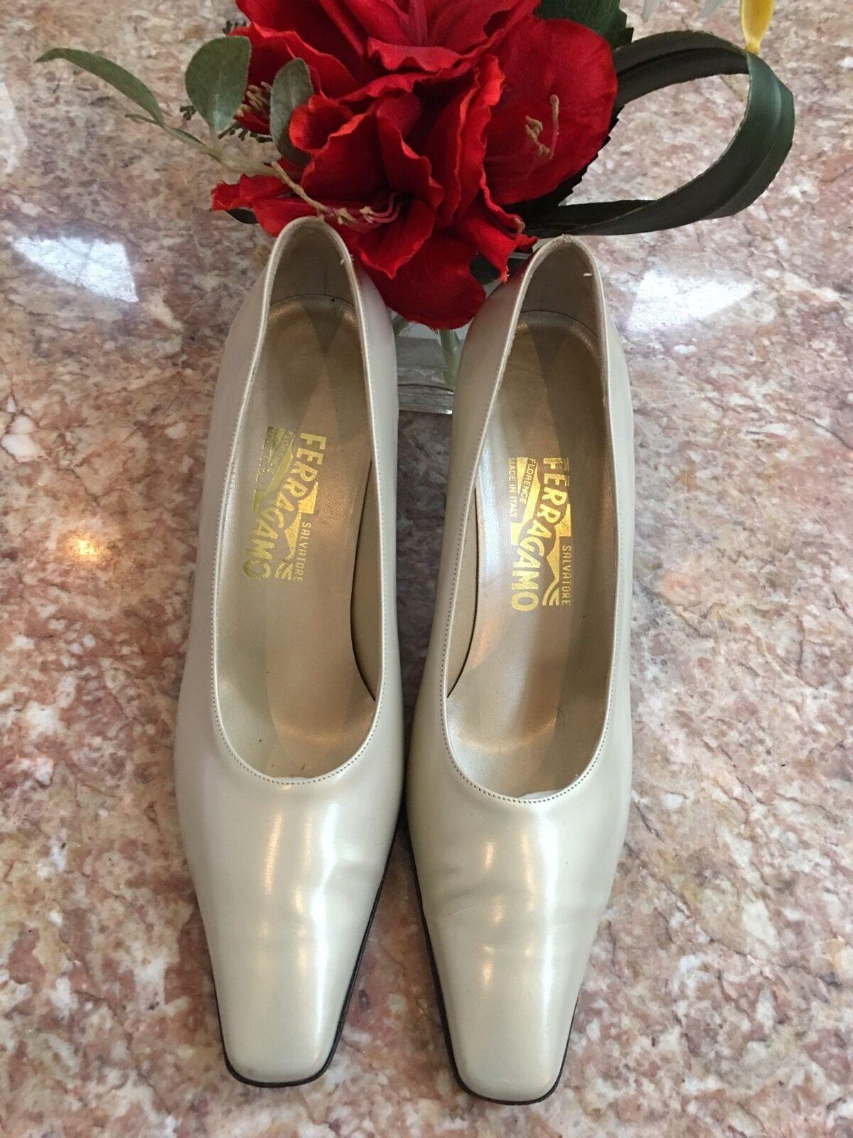 Salvatore Ferragamo  Florence Nude Leder Heel Pumps 91/2 B