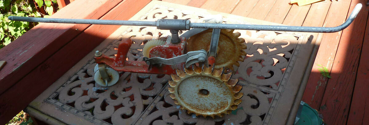 Vintage Thompson Geared Cast Iron Traveling Walking Lawn Sprinkler